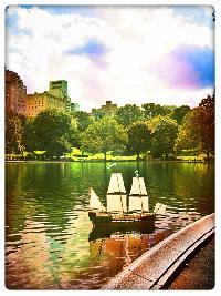 Titel: NY - float in Central Park, Kunstenaar: Pamplemood - Urban