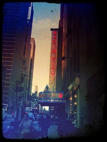 Titel: NY - Radio City, Kunstenaar: Pamplemood - Urban